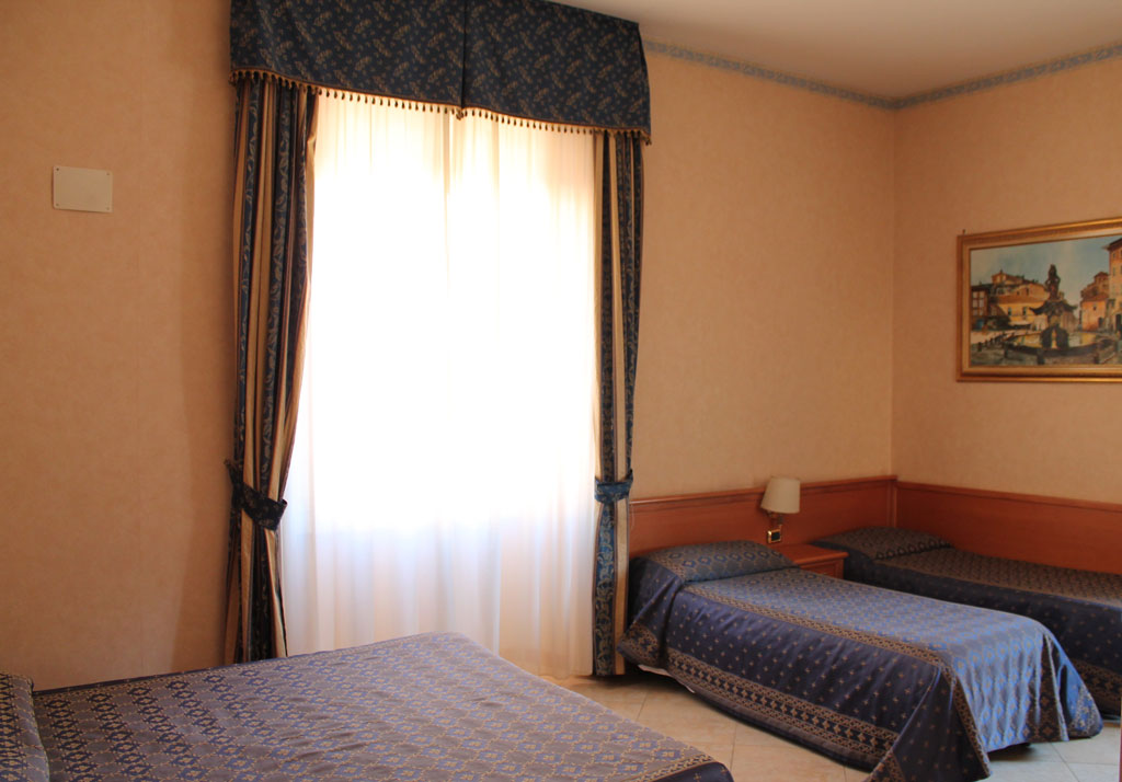 Camera quadrupla hotel orlanda for Camera roma
