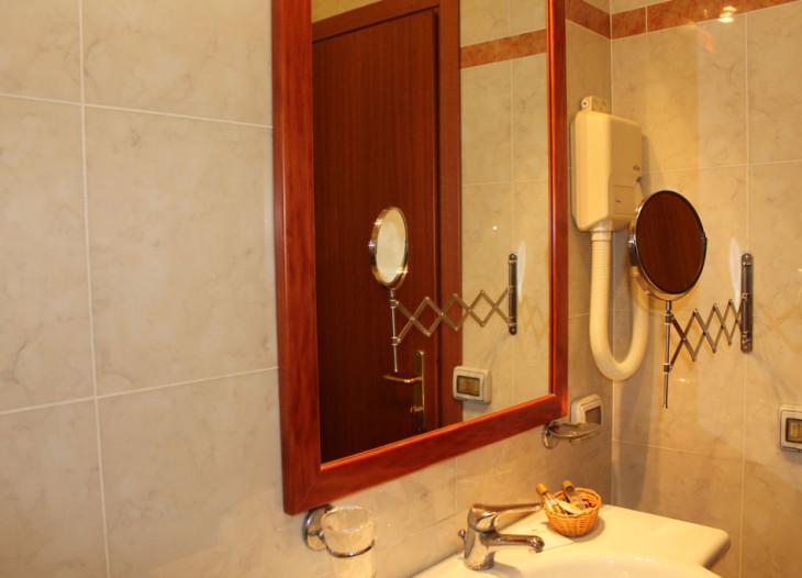 hotelorlanda-roma-individual-baño 1