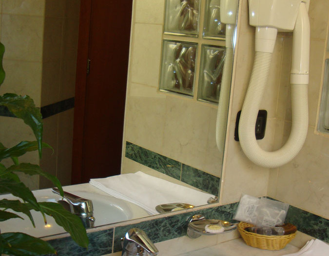 hotelorlanda-rome-triple baño  1